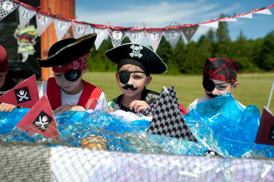 pirate party tabletop decor